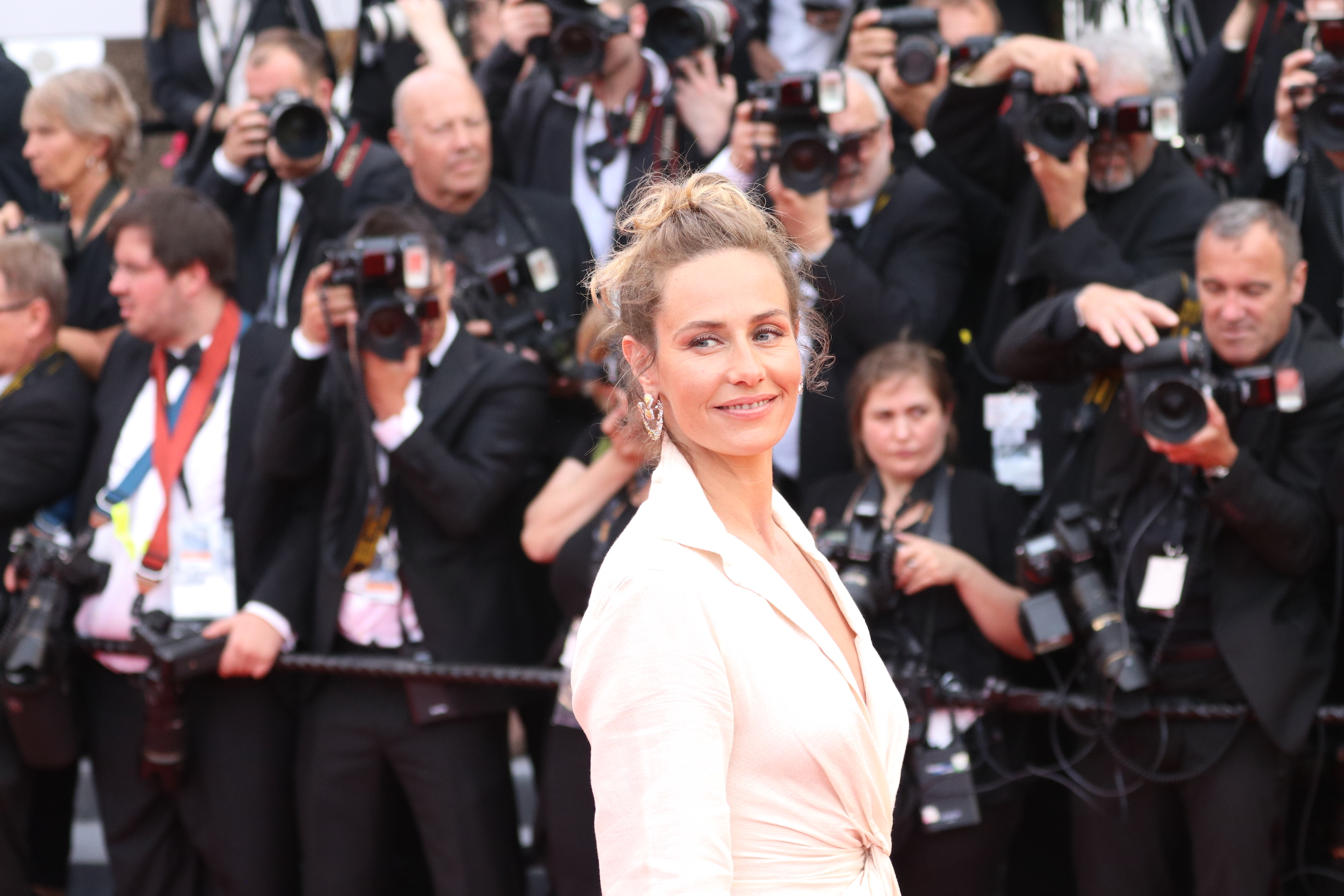 Cannes 2018: Cécile de France sul red carpet di apertura
