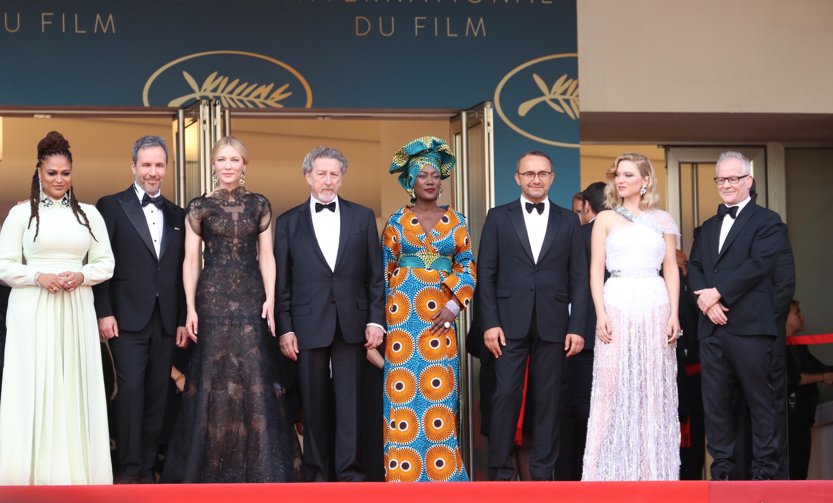Cannes 2018: uno scatto della giuria sul red carpet di apertura