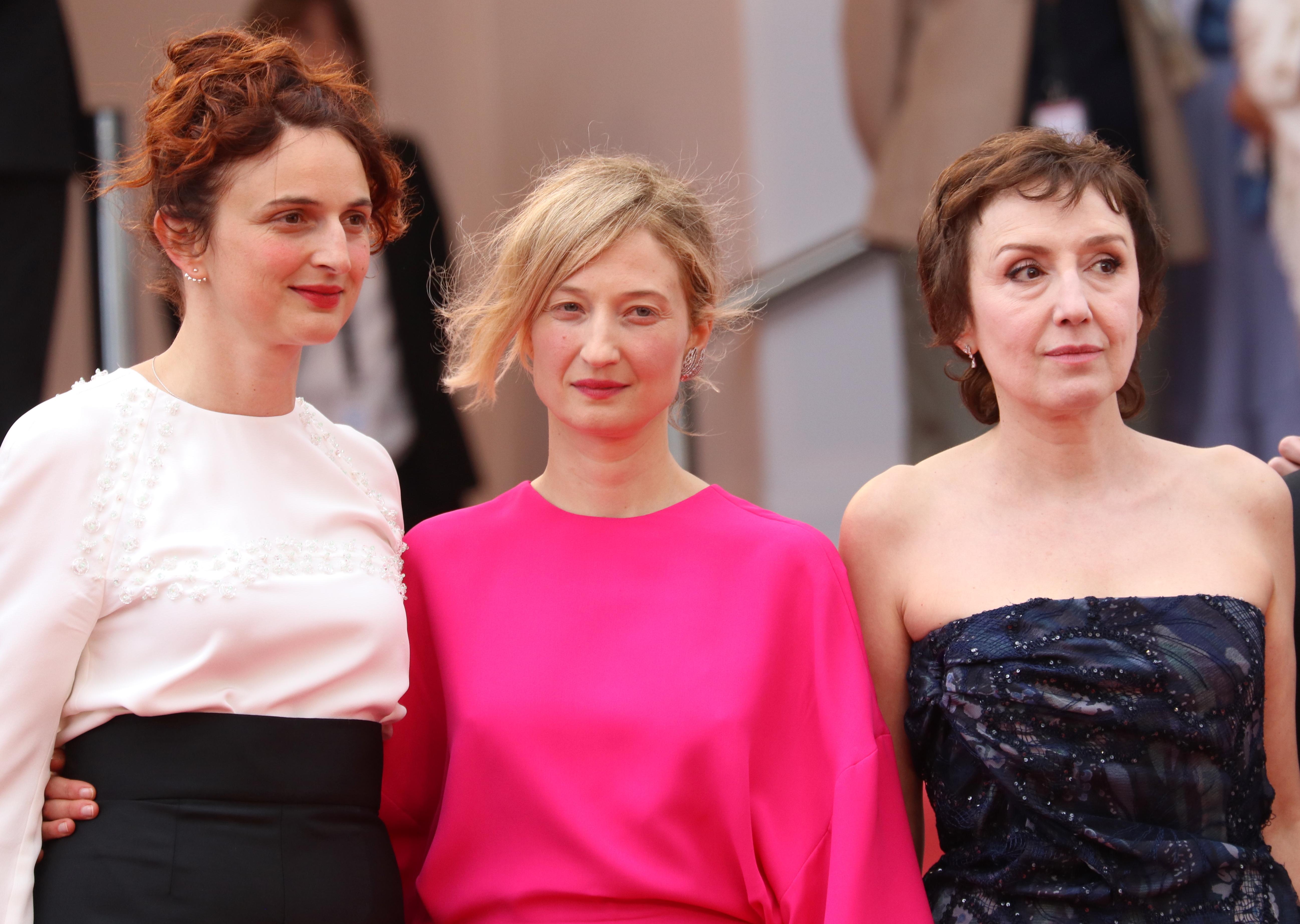 Cannes 2018: Nicoletta Braschi, Alba Rohrwacher e Alice Rohrwacher sul red carpet di Lazzaro Felice