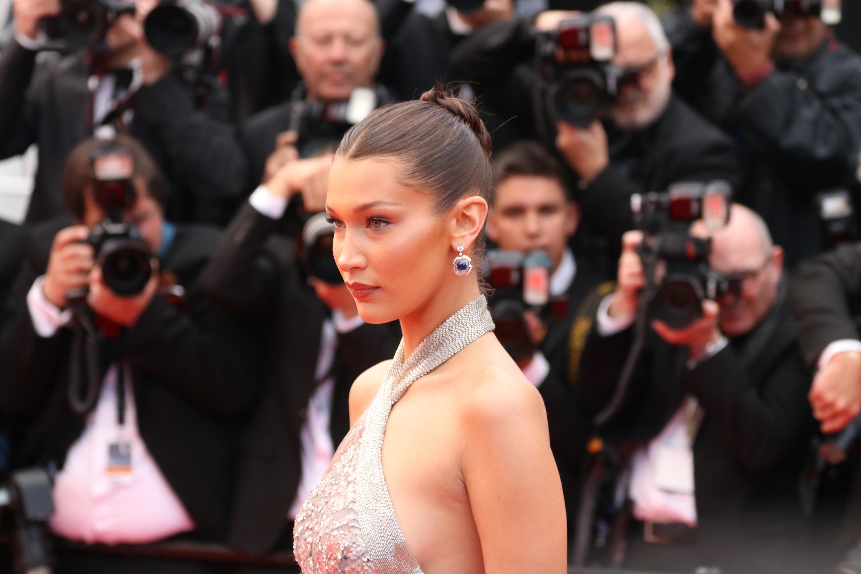Cannes 2018: Bella Hadid sul red carpet di Blackkklansman