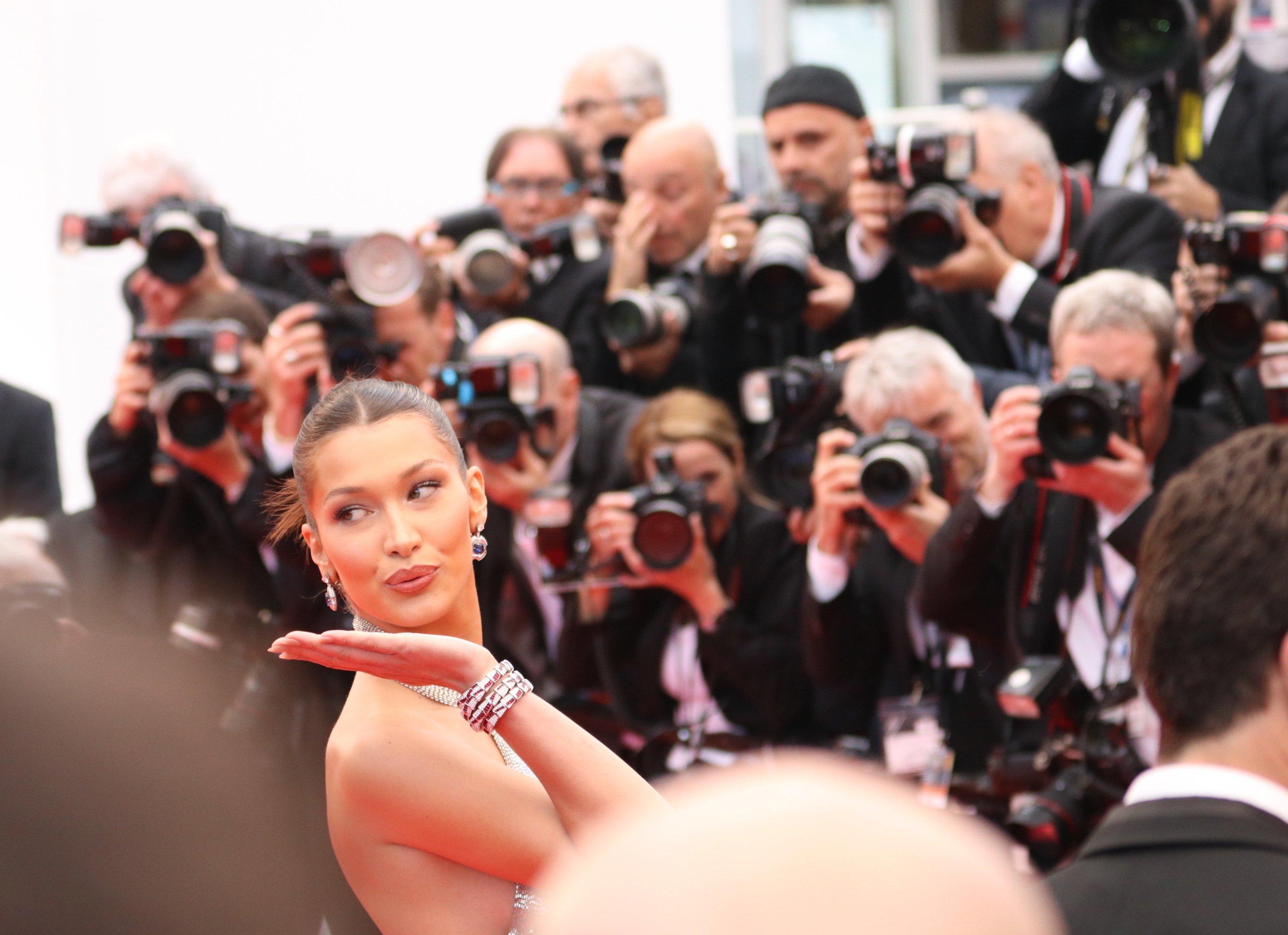Cannes 2018: uno scatto di Bella Hadid sul red carpet di Blackkklansman