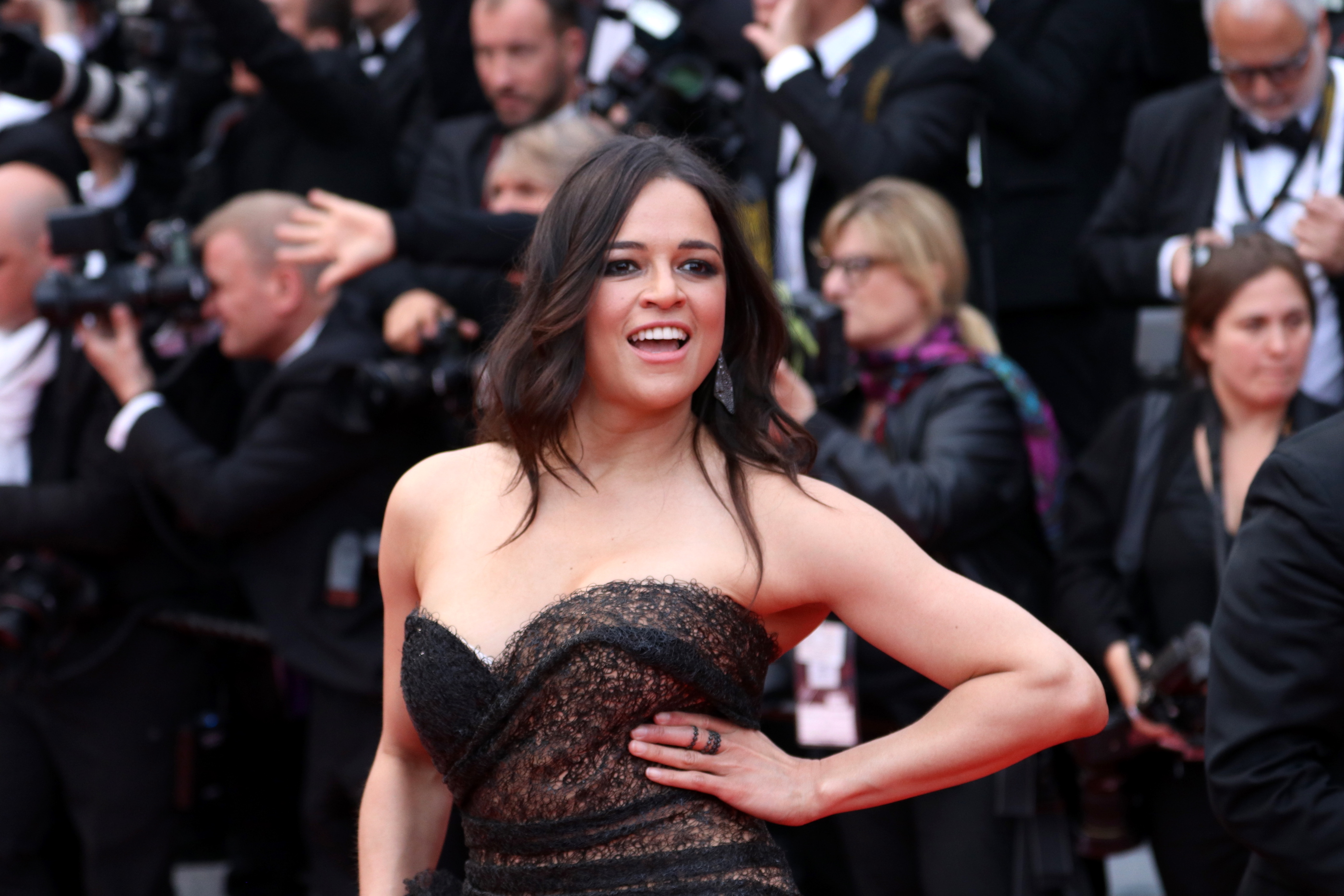 Cannes 2018: una sorridente Michelle Rodriguez sul red carpet di Solo: A Star Wars Story