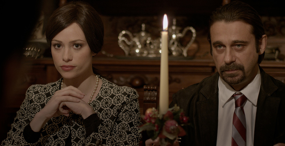 Al massimo ribasso: Martina Stella e Jordi Mollà in una scena del film
