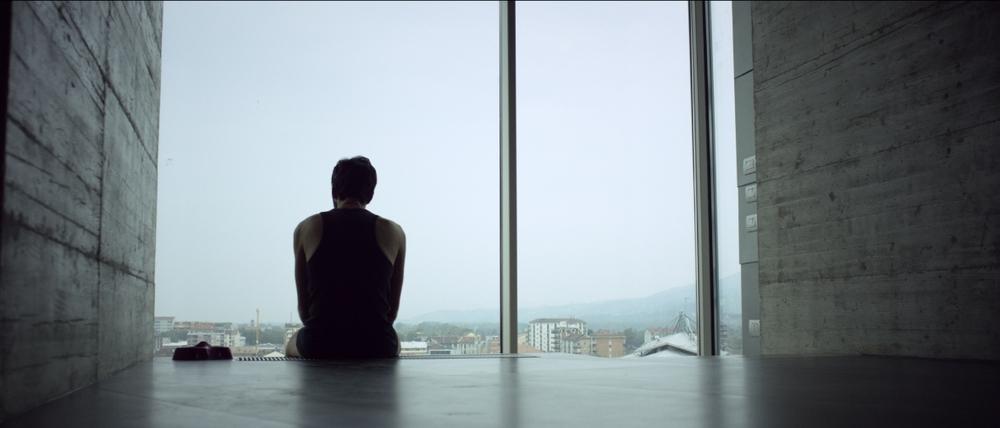 Al massimo ribasso: Matteo Carlomagno in una scena del film