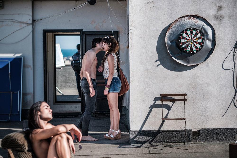Dei: Andrea Piccirillo, Angela Curri e Matthieu Dessertine in una scena del film