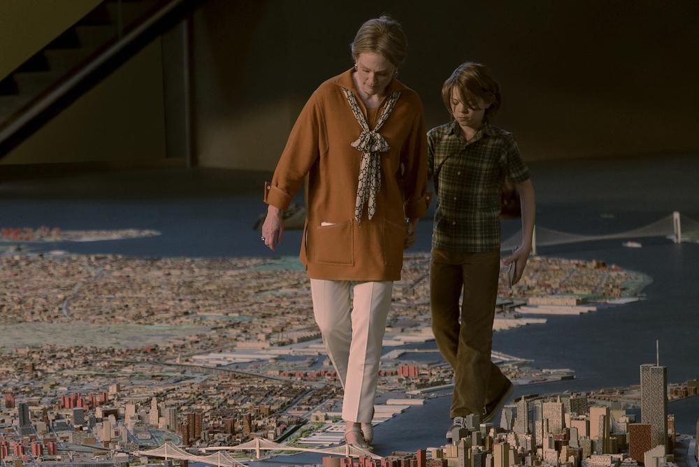 La stanza delle meraviglie: Julianne Moore e Oakes Fegley in una scena del film