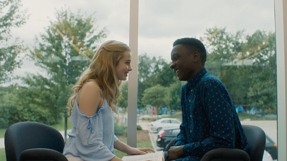Ogni giorno: Angourie Rice e Sean Jones in una scena del film