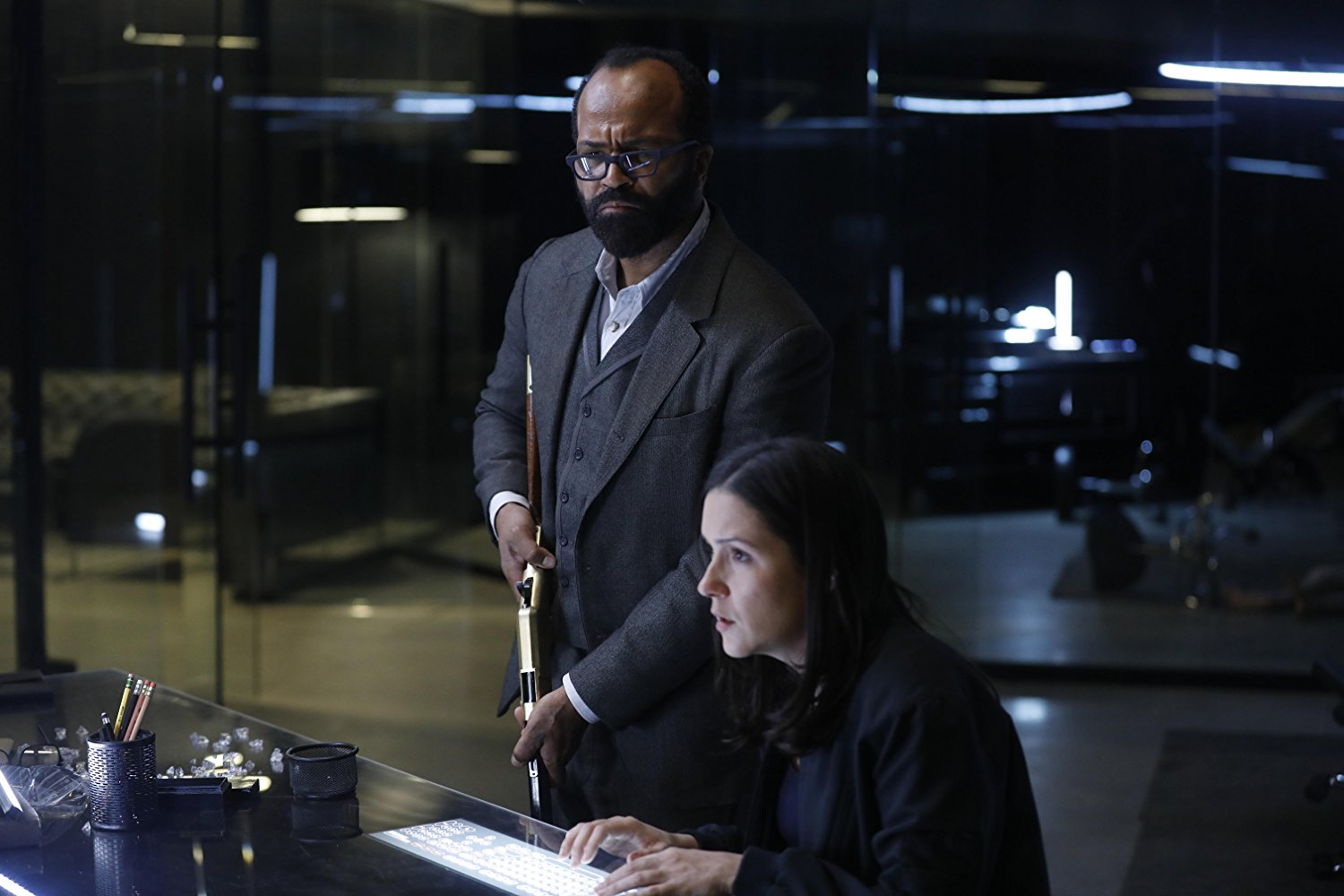 Westworld: Shannon Woodward e Jeffrey Wright nell'episodio Phase Space
