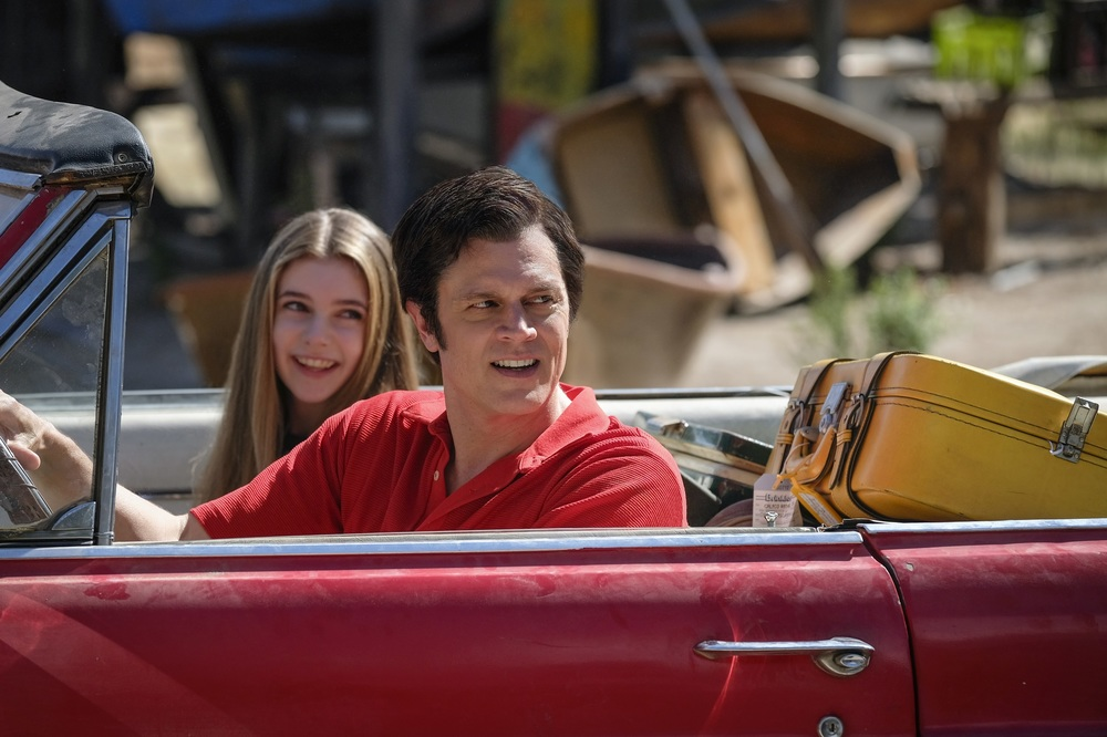 Action Point: Johnny Knoxville ed Eleanor Worthington-Cox in un momento del film
