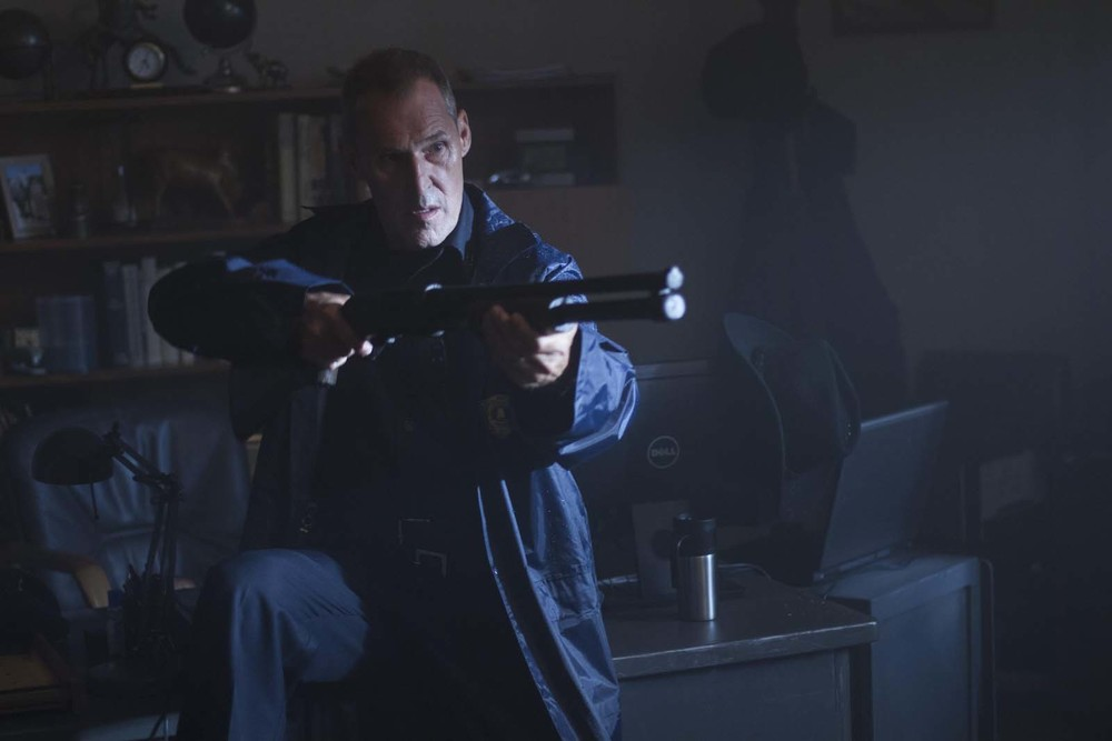 Hurricane - Allerta uragano: Ben Cross in una scena del film