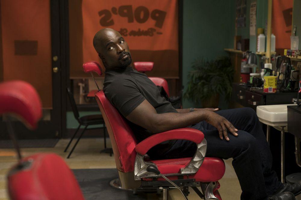 Luke Cage 2, Mike Colter sulla sedia da barbiere