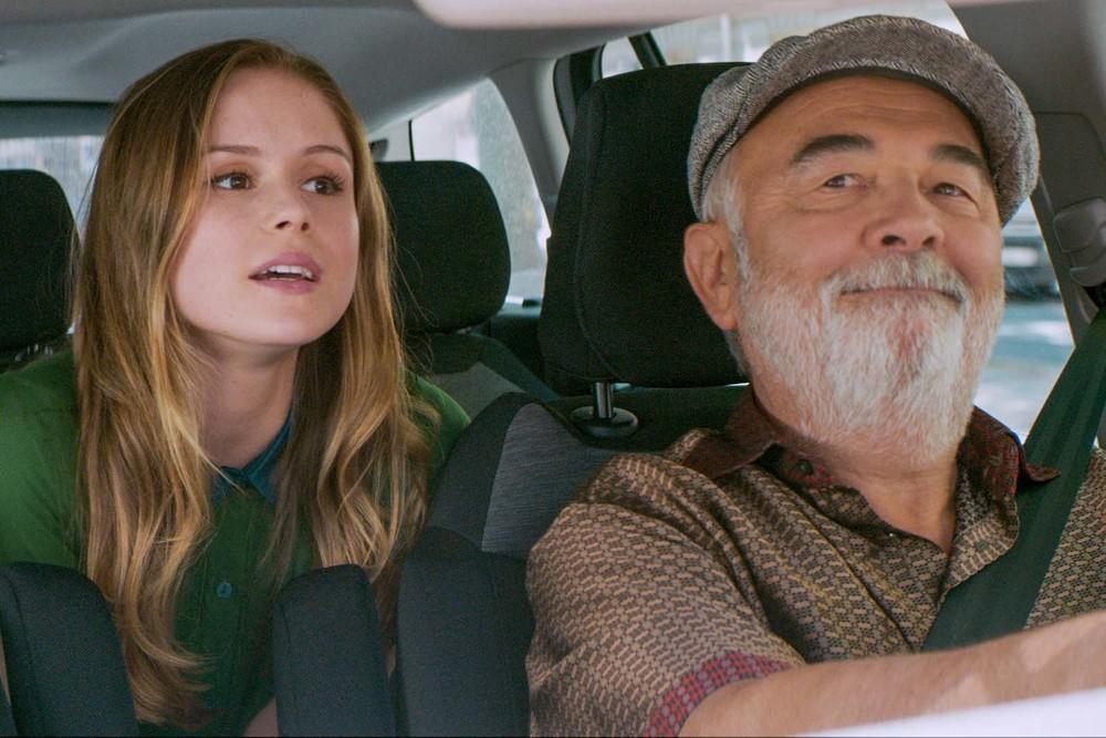 L'incredibile viaggio del fachiro: Erin Moriarty e Gerard Jugnot in una scena del film