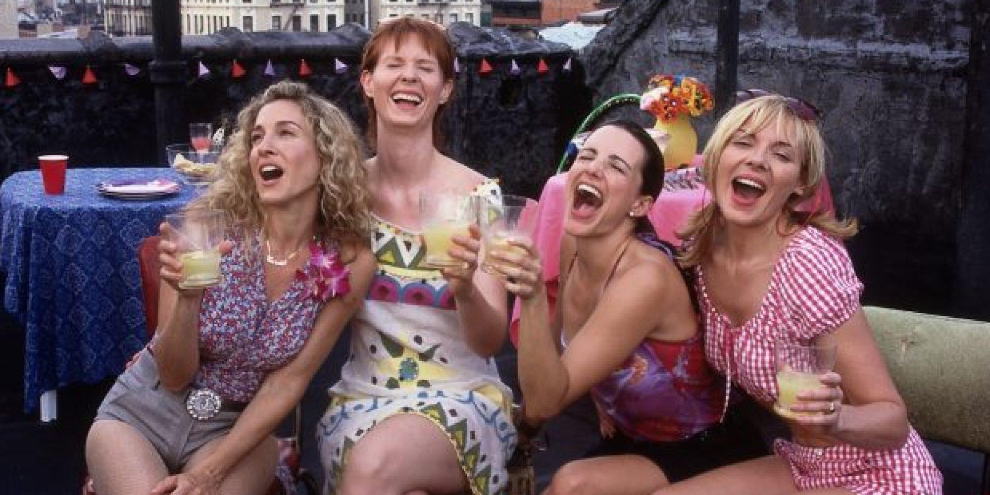 Sex and the City: Sarah Jessica Parker, Kim Cattrall, Kristin Davis e Cynthia Nixon in una scena