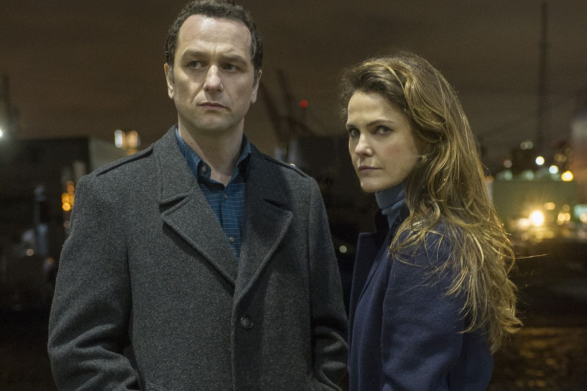 The Americans: Keri Russell e Matthew Rhys nell'episodio Start