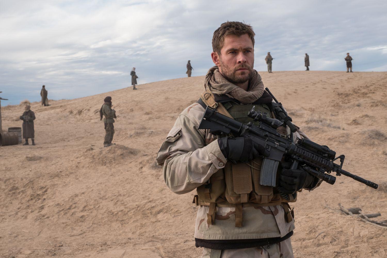 12 Soldiers: Chris Hemsworth in tenuta bellica