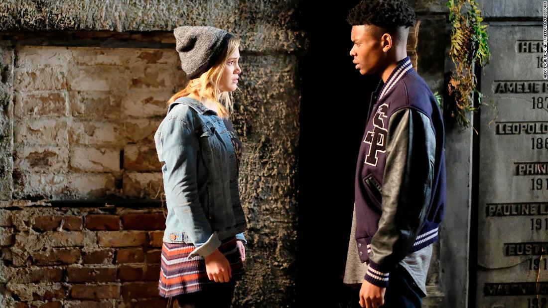 Cloak & Dagger: Olivia Holt e Aubrey Joseph in una scena