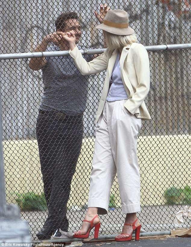 The Deuce: Maggie Gyllenhaal e James Franco scherzano sul set