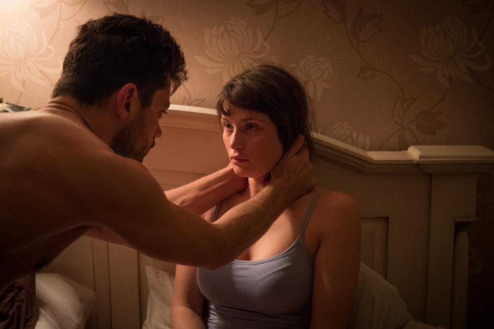 The Escape: Gemma Arterton e Dominic Cooper in una scena del film
