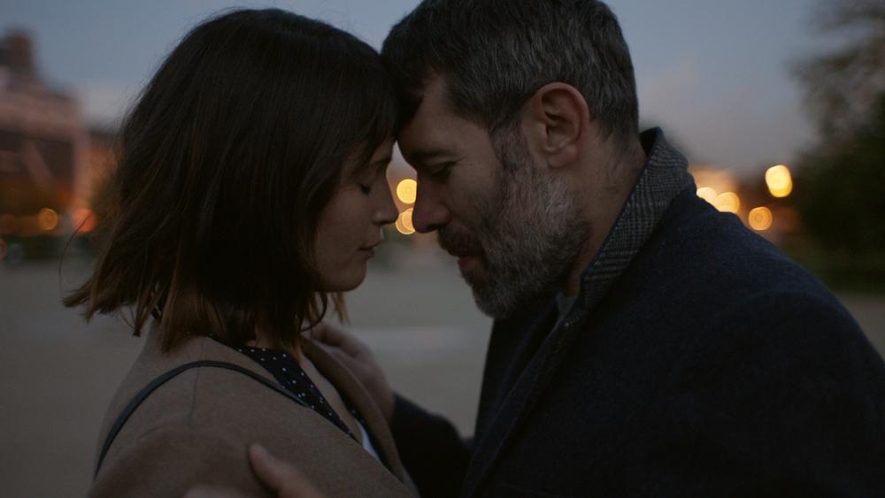 The Escape: Gemma Arterton e Jalil Lespert in una scena del film
