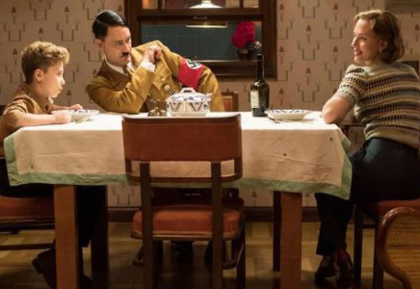 Jojo Rabbit: Roman Griffin Davis, Taika Waititi e Scarlett Johansson sul set