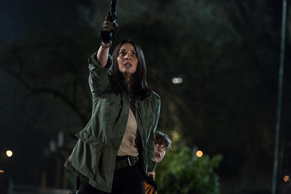 The Predator: Olivia Munn e Jacob Tremblay in una scena
