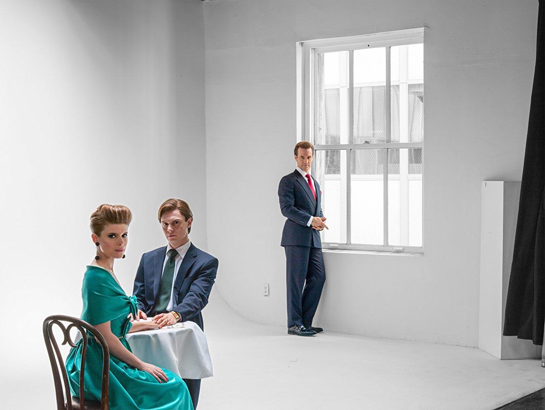 Pose: James Van Der Beek in un'immagine promozionale