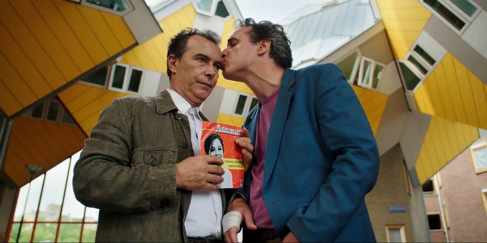 Due piccoli italiani: Francesco Colella e Paolo Sassanelli in una scena del film