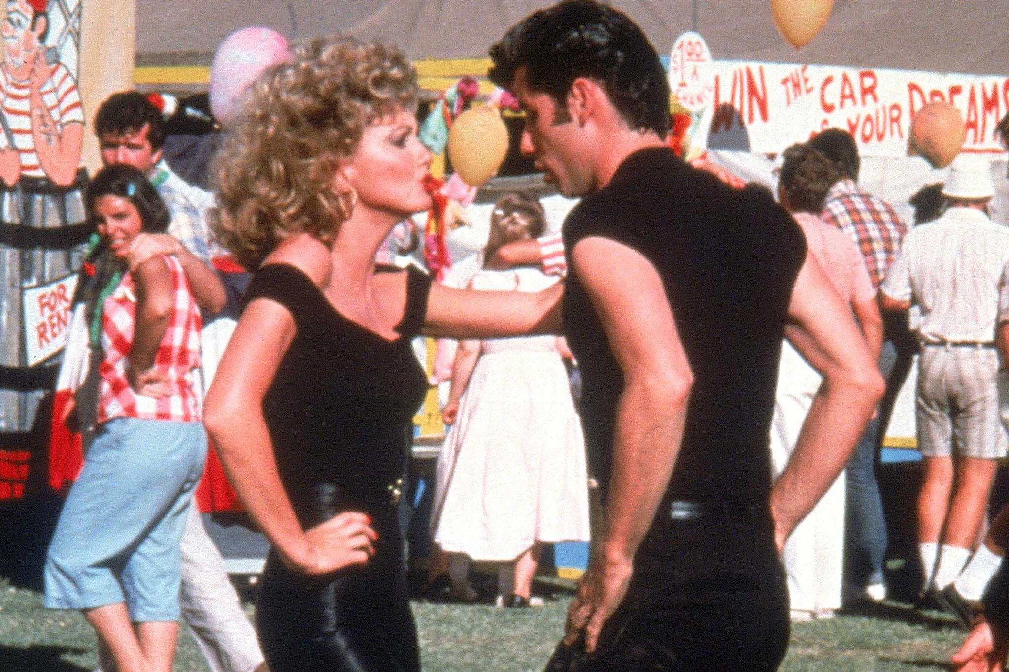 Grease: Olivia Newton-John e John Travolta ne finale del film