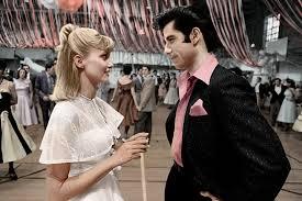 Grease: Olivia Newton-John e John Travolta durante la scena del ballo scolastico