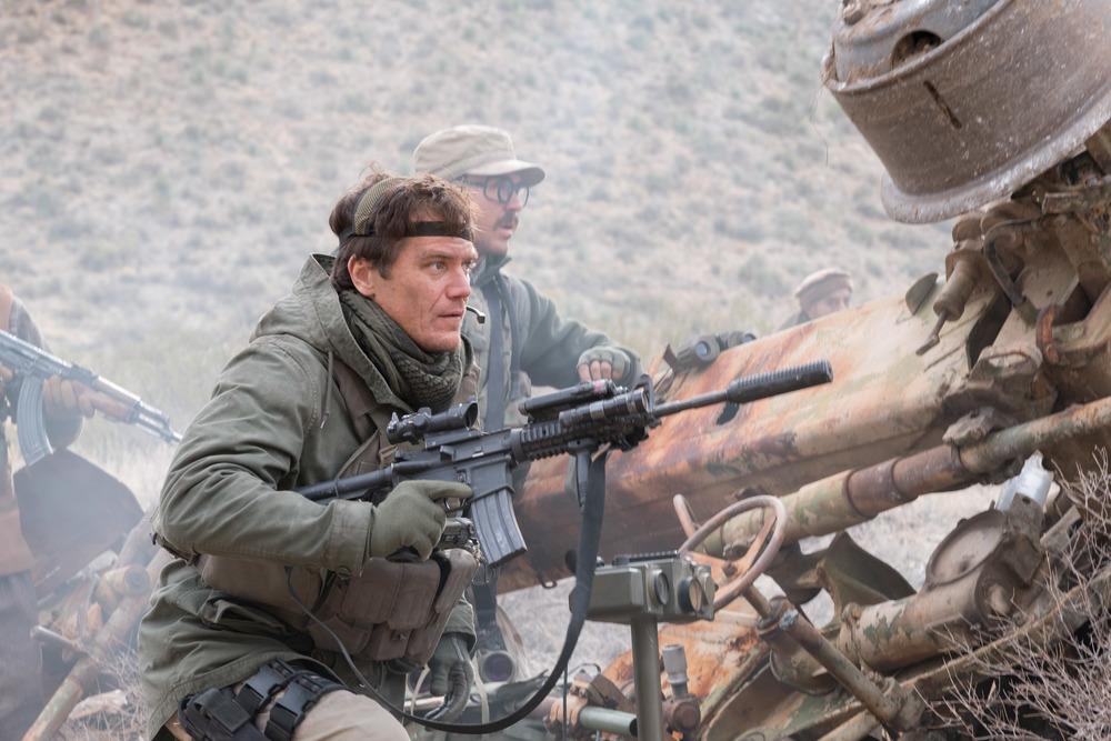 12 Soldiers: Michael Shannon in una scena del film