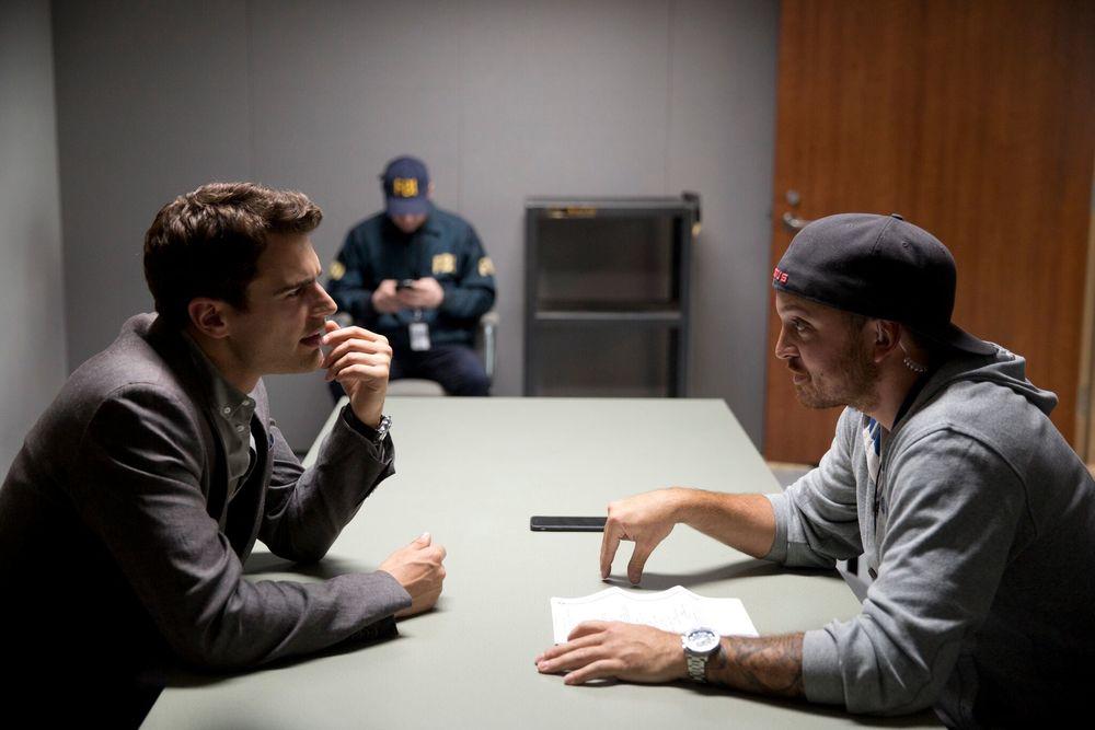 Giochi di potere: Theo James in un'immagine del film