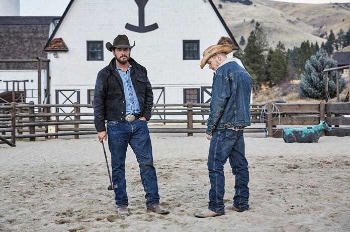 Yellowstone: Cole Hauser e Jefferson White in una scena della serie