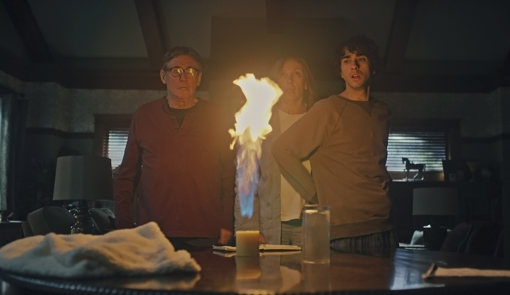 Hereditary: Toni Collette, Gabriel Byrne e Alex Wolff in una scena del film