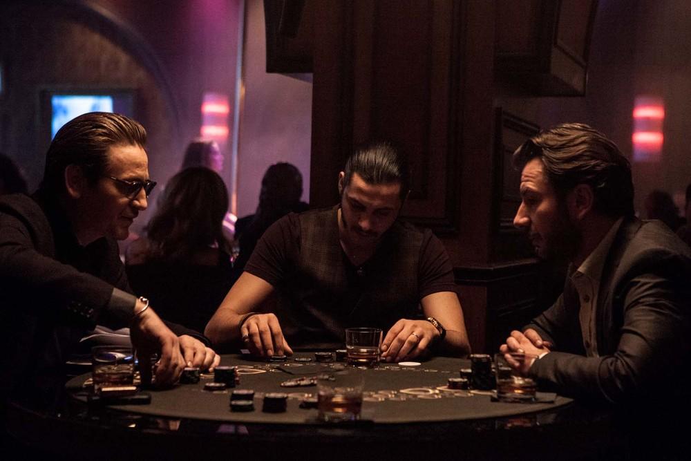 La truffa del secolo: Benoît Magimel, Idir Chender e Gringe in una scena del film