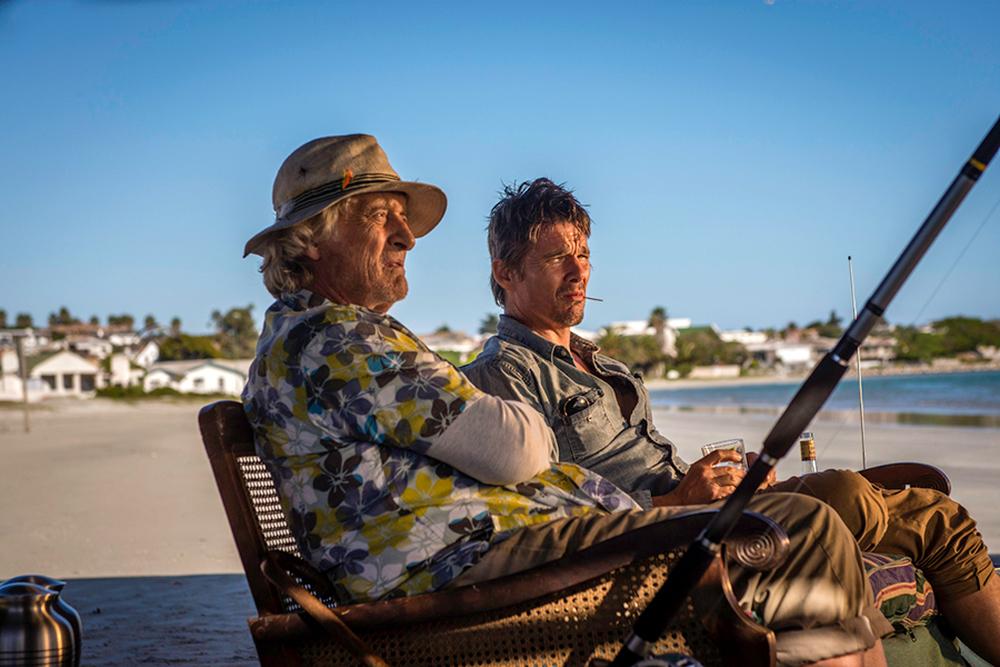 Le ultime 24 ore: Ethan Hawke e Rutger Hauer in una scena del film