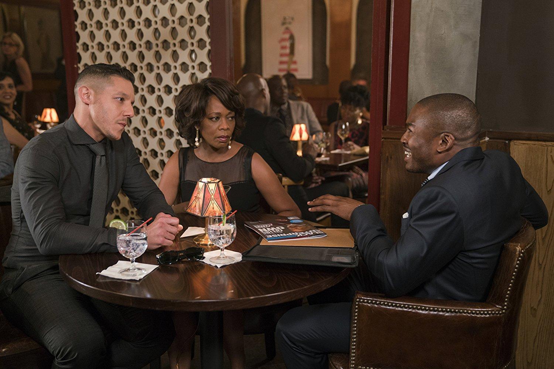 Luke Cage: Alfre Woodard, Theo Rossi e Chaz Lamar Shepherd nell'episodio Soul Brother #1