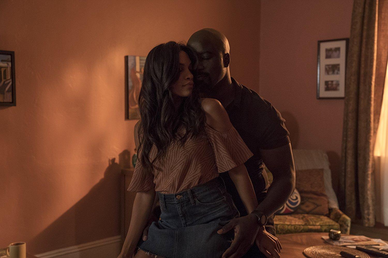 Luke Cage: Mike Colter e Rosario Dawson in una scena di Soul Brother #1