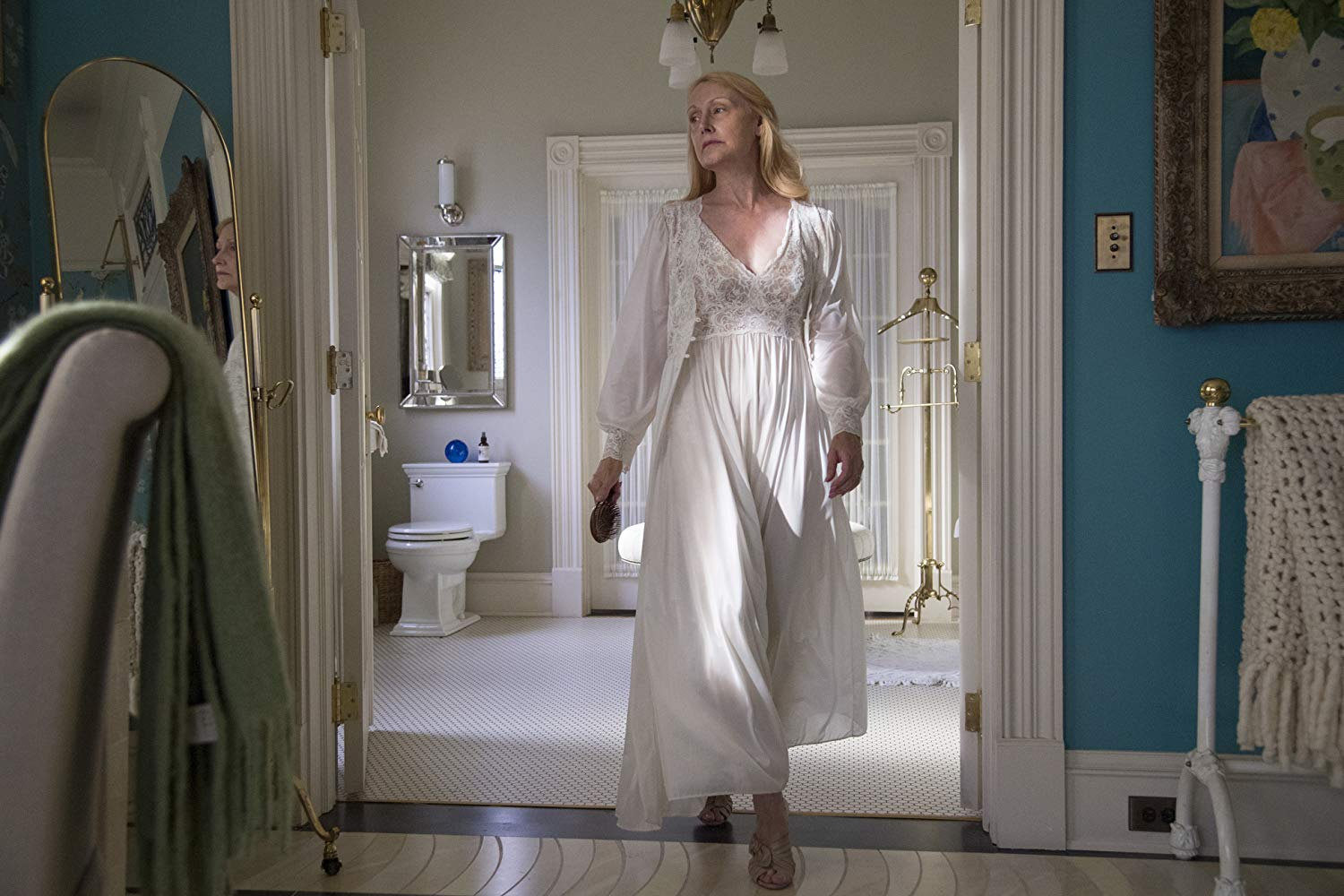 Sharp Objects: Patricia Clarkson nell'episodio Dirt
