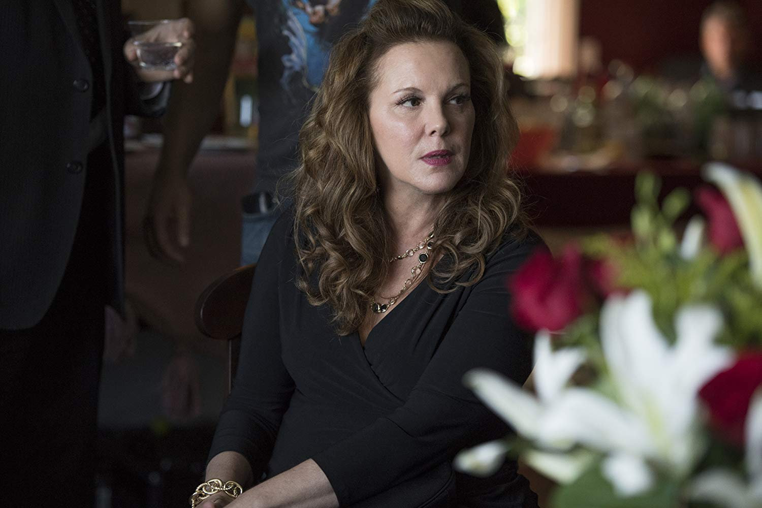 Sharp Objects: Elizabeth Perkins nel'episodio Dirt