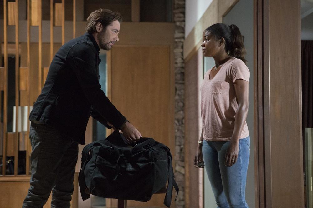 Breaking In: Gabrielle Union e Billy Burke in una scena del film