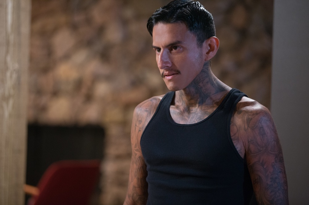 Breaking In: Richard Cabral in un momento del film