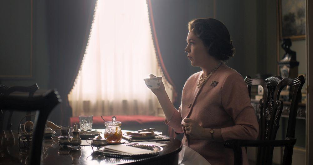 The Crown: Olivia Colman nella prima foto della terza stagione