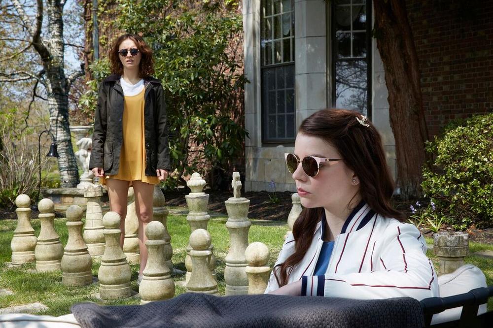 Amiche di sangue: Anya Taylor-Joy e Olivia Cooke in un'immagine del film
