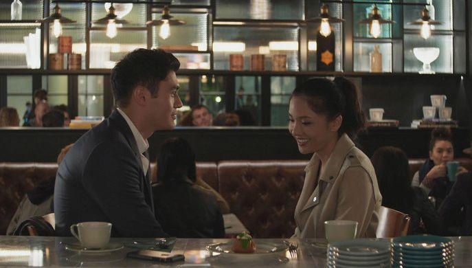 Crazy & Rich: Henry Golding e Constance Wu in una scena del film