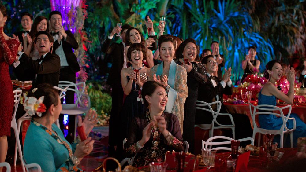 Crazy & Rich: Michelle Yeoh in una scena del film