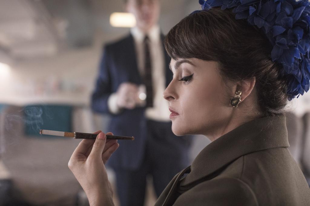 The Crown 3: Helena Bonham Carter in una scena della serie