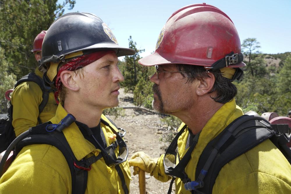 Fire Squad - Incubo di fuoco: Josh Brolin e Miles Teller in un momento del film