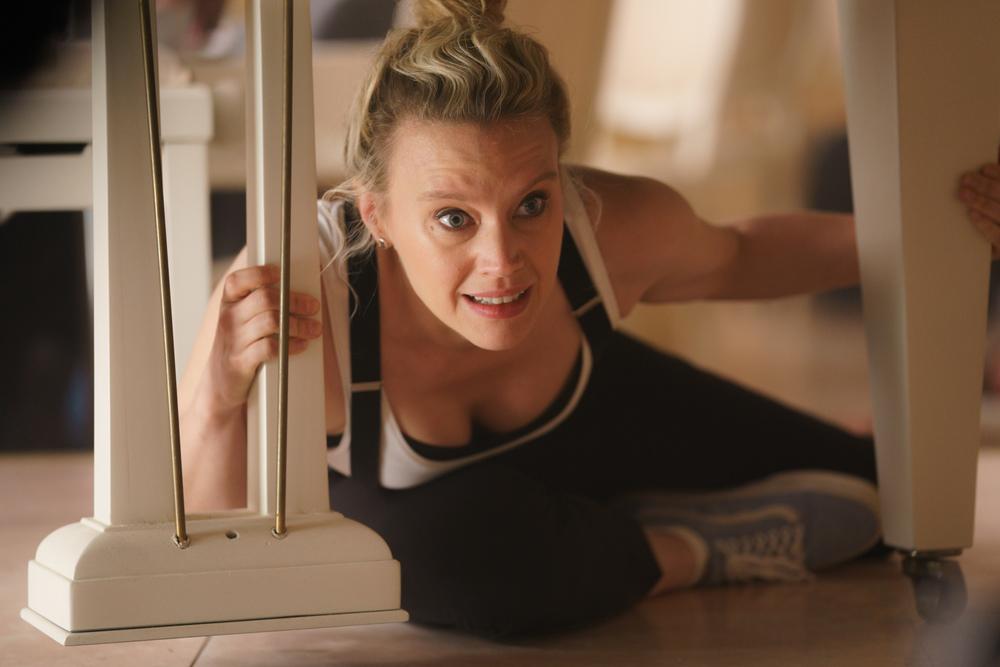 Il tuo ex non muore mai: Kate McKinnon in una scena del film