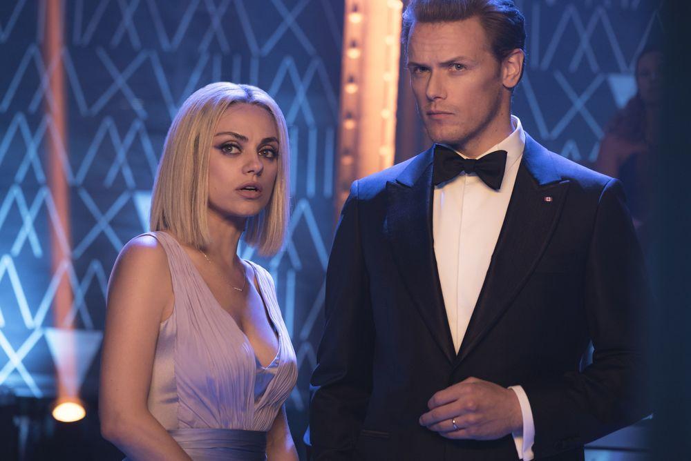 Il tuo ex non muore mai: Mila Kunis e Sam Heughan in una scena del film