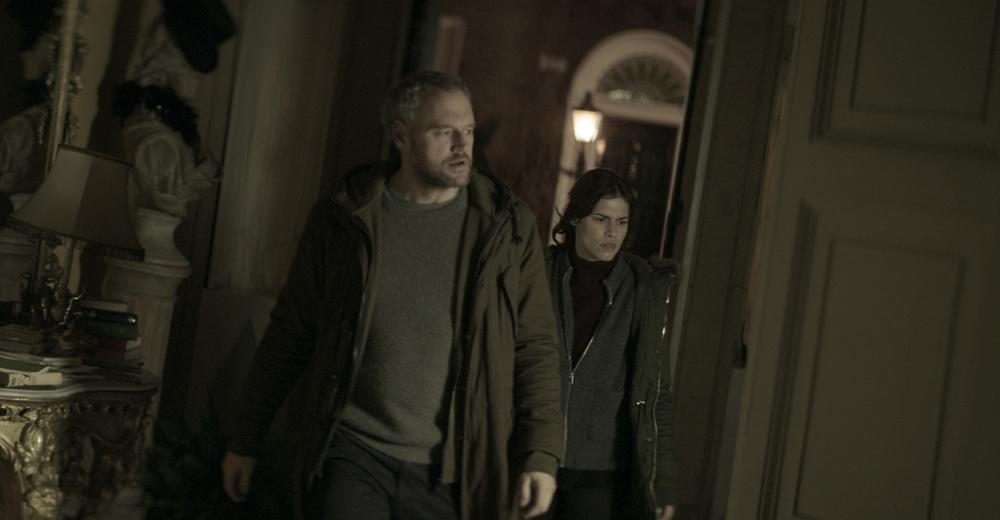 La settima musa: Elliot Cowan e Ana Ularu in una scena del film